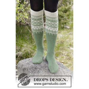 Perles du Nord Socks by DROPS Design - Sockar Stickopskrift strl. 35/37 - 41/43