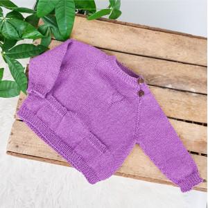 Stickad klassisk tröja av Rito Krea - Blus Stickmönster st. Nyfödd - 2 år