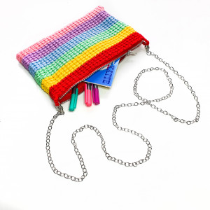 Rainbow Clutch av Rito Krea - Väska Virkmönster 22x14cm