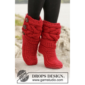 Little Red Riding Slippers by DROPS Design - Tofflor med Flätor Stick-opskrift strl. 35/37 - 40/42