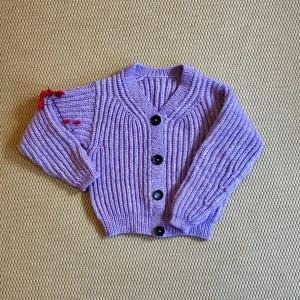 Soft Lavender Cardigan av Rito Krea - Jacka Stickmönster strl XS - L
