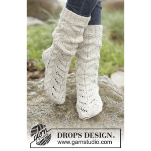 White Cables by DROPS Design - Sockar Stick-opskrift strl. 35/37 - 41/43