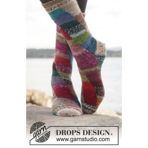 Colour play by DROPS Design - Sockor Stick-opskrift str. 35/37 - 41/43