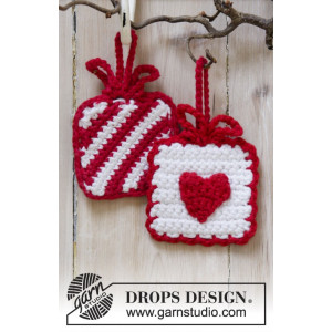 Hanging Gifts by DROPS Design - Julpynt Virk-opskrift 7x7 cm